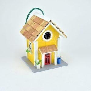 Vrolijk nestkastje in huis model