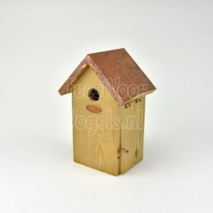 Nestkast met koperen dakje