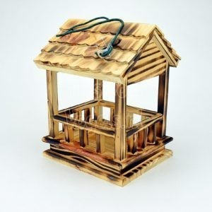 Voederhuis van gebrand hout
