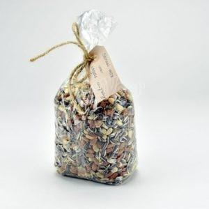 Strooi mix van pinda's en zonnepitten
