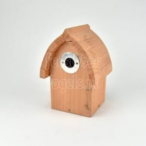 Cedar houten nestkast met metalen ring om invlieg opening