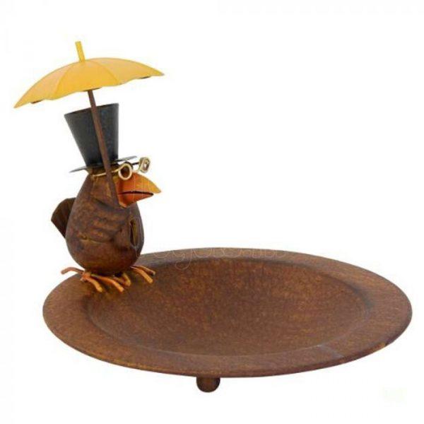 Metalen schaal met vogel en paraplu.